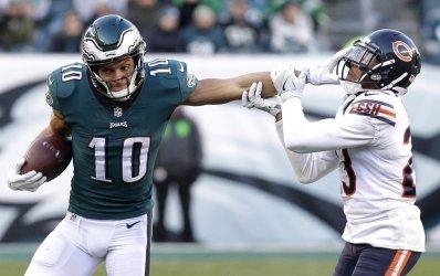 Eagles Mack Hollins stiff arms Chicago Bears Kyle Fuller