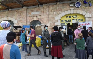 Israelis Wait To Enter A Supermarket Before Passover In Jerusalem