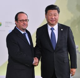Xi Jinping and Hollande Arrive at Opening of UN Climate Summit Near Paris