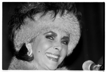 Elizabeth Taylor introduces her new perfume