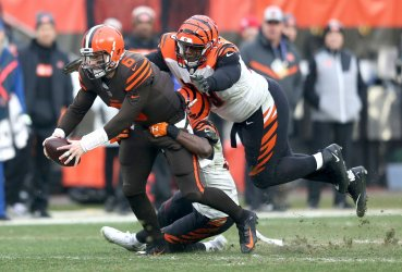 Browns Mayfield reaches for first down against Bengals
