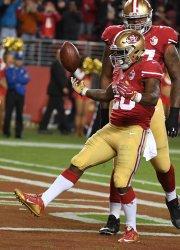 49ers RB Carlos Hyde celebrates a 1 yard TD against Rams