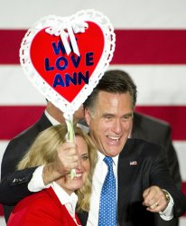 Romney hugs wife at Caucus rally in Des Moines, Iowa