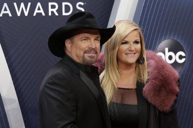Garth Brooks, Trisha Yearwood arrive at the 2018 CMA Awards in Nashville