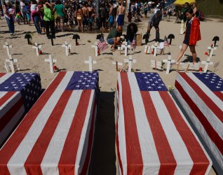 Nation's war dead remembered with crosses in beach memorial in Santa Monica, Californi