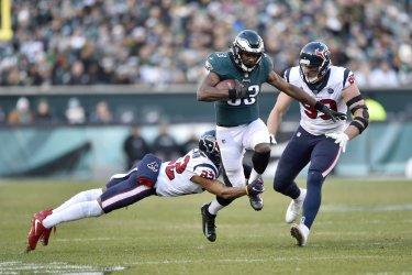 Eagles' Josh Adams runs the ball