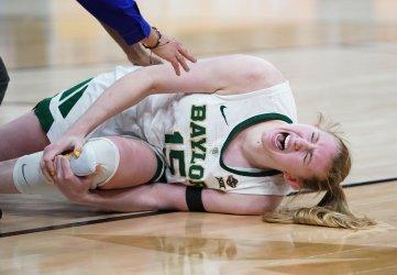 Baylor's Lauren Cox is injured NCAA Women's Basketball Championship