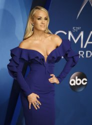 Carrie Underwood arrives for the 2017 CMA Awards in Nashville