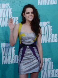 Kristen Stewart arrives at the 2012 MTV Movie Awards in Universal City, California