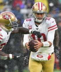 49ers' Jimmy Garoppolo hands off to Tevin Coleman at Baltimore