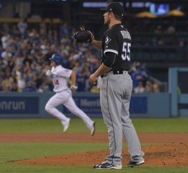 Dodgers' Kike Hernandez hits solo home run in fourth against White Sox in Los Angeles