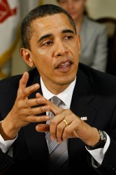 Obama meets with credit card executives in Washington