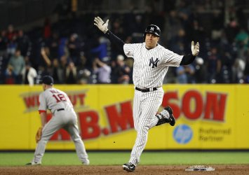 Yankees Mark Teixeira hits a grand slam