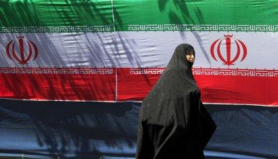 Iranians rally to condemn Bahrain-Saudi ties