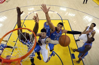 Golden State Warriors Klay Thompsongoes up