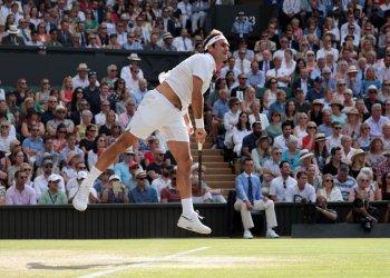 Roger Federer rerturns the ball in her match against Rafael Nadal