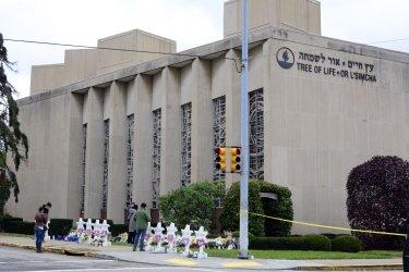 Temporary Memorial at Tree of Live Synagogue