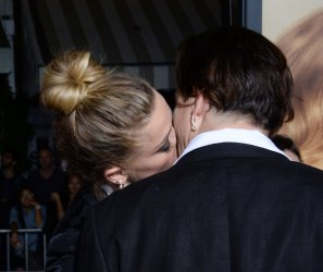 """Amber Heard and Johnny Depp attend """"The Danish Girl"""" premiere in Los Angeles"""