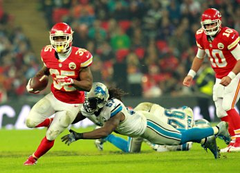 Kansas City Chiefs RB Charcandrick West carries the ball against the Lions