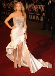 "Kate Hudson attends ""Nine"" premiere"