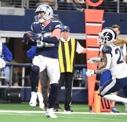 Dallas Cowboys tight end Jason Witten (82) scores on a 19-yard touchdown