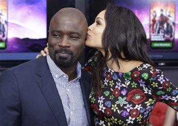 Rosario Dawson kisses Mike Colter at Daredevil Season 2 Premiere