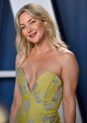 Kate Hudson attends 2020 Vanity Fair Oscar party