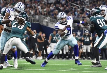 Cowboys  Ellott runs against the Philadelphia Eagles