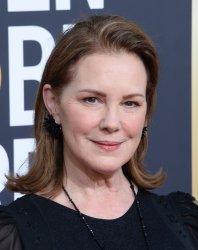 Elizabeth Perkins attends Golden Globe Awards