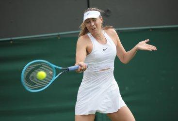 Maria Sharapova retires in her first round match against Pauline Parmentier