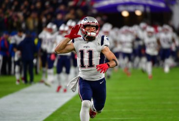 Patriots' Julian Edelman fires up crowd during introductions
