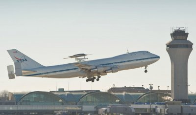 Test flight of 747 with unmanned aircraft in St. Louis