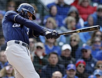 Brewers Christian Yelich hits sacrifice fly against Cubs in Chicago