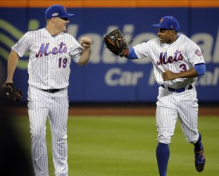 New York Mets Granderson make circus catch of ball hit by San Francisco Giants Belt