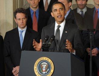 Obama discusses Chrysler bankruptcy in Washington