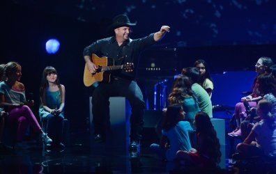Garth Brooks performs during the taping of CBS' Teacher's Rock live concert in Los Angeles