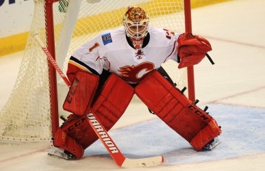Caglary Flames goaltender Brain Elliott
