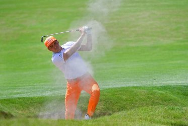 Rickie Fowler blasts from fairway bunker during final round of U.S. Open