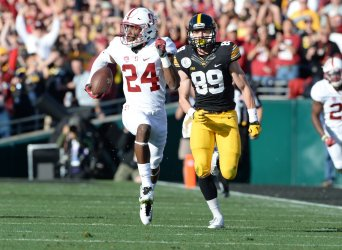 Stanford Cardinal CB Quenton Meeks (24) runs back interception for a touchdown at the Rose Bowl