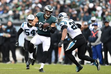 Eagles' Zach Ertz makes a catch