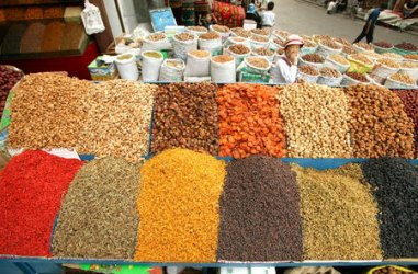 NUTS AND RAISINS FOR SALE AT MARKET