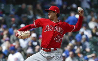Angels starting pitcher Tyler Skaggs delivers at Wrigley Field in Chicago