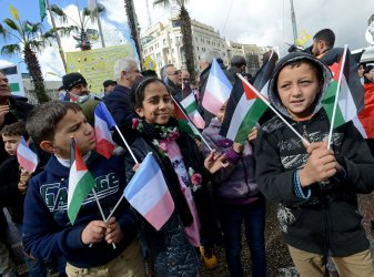 Palestinians Show Support For France After Terror Attacks