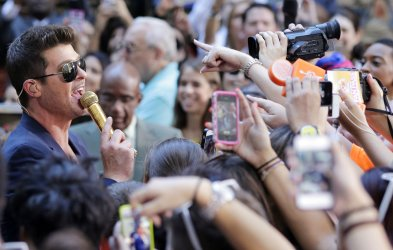 Robin Thicke performs on the NBC Today Show