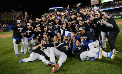Cubs pose for team picture after NLDS win over Nats