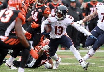 Bears wide receiver Kendall Wright  runs football