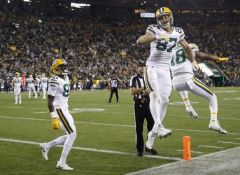 Packers Jordy Nelson celebrates after scoring a touchdown against Bears in Green Bay