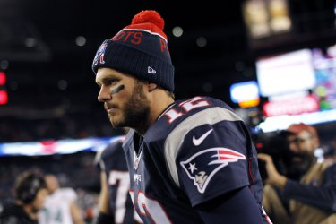 Patriots Brady jogs off field after defeating Dolphins
