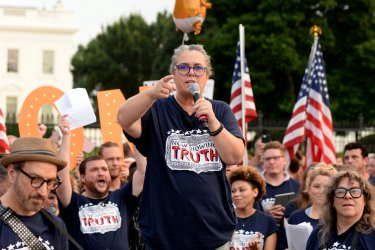 Rosie O'Donnell and New York Broadway Performers Protest by Singing in front of White House
