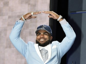 Dallas Cowboys select Ezekiel Elliott at NFL Draft in Chicago